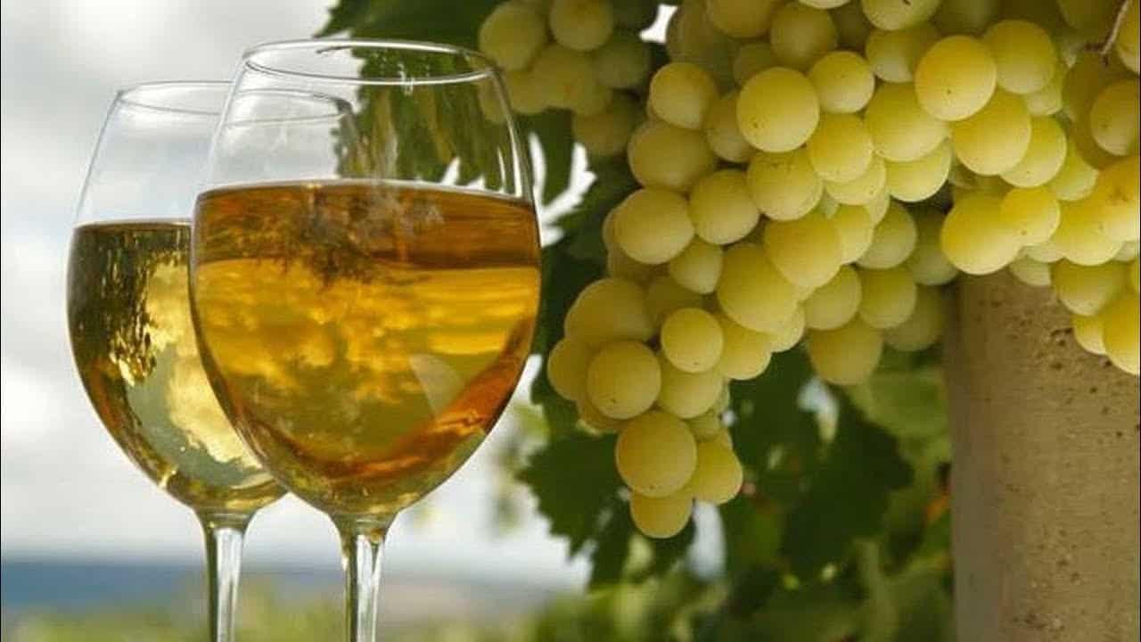 Напиток винный мускатный
